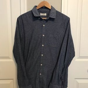 Express Classic Button-Down Soft Wash Shirt. Large